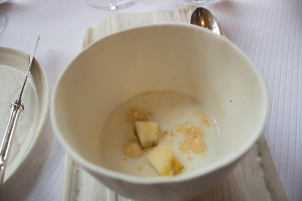 Panna cotta au lait de chèvre, pommes confites