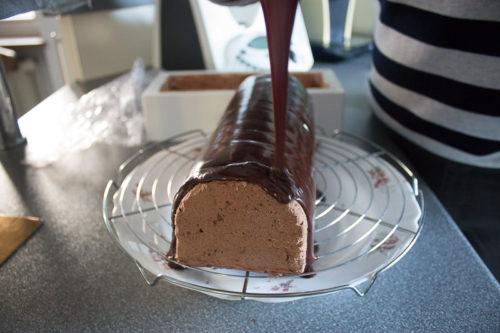 Glaçage de la bûche chocolat-banane