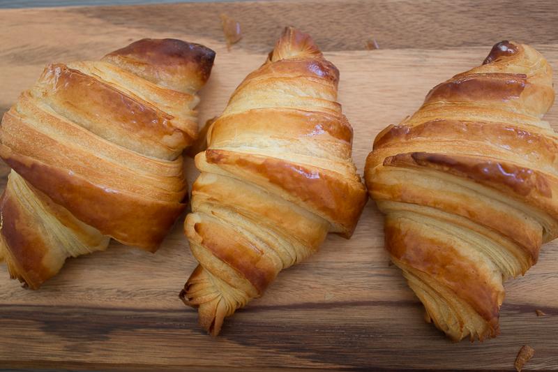 Croissants au beurre cuits